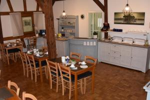 Ein Restaurant oder anderes Speiselokal in der Unterkunft Pension Maintal Eltmann