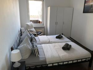 Ein Bett oder Betten in einem Zimmer der Unterkunft Ferienwohnung Jena Stadt