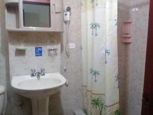 A bathroom at Hostal Central
