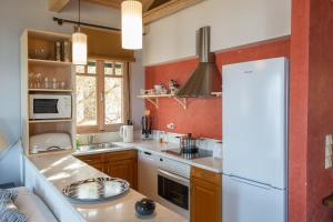 A kitchen or kitchenette at Collection Villas