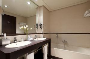 A bathroom at Hotel Nelva