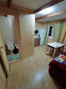 """A kitchen or kitchenette at """"Солнечная горка"""""""