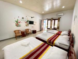 A bed or beds in a room at Nam Tho Guesthouse