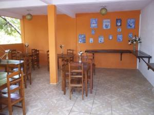 A restaurant or other place to eat at Pousada Penharol