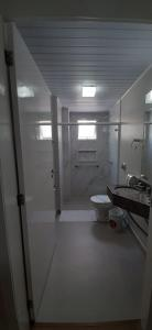 A bathroom at Hotel Bella Camboriú