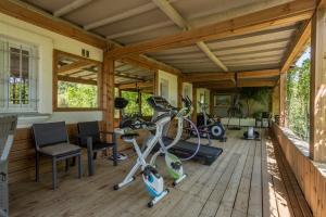 The fitness centre and/or fitness facilities at villa Cocoa Saint-Tropez, vue mer , 6 chambres, a 400 m de la plage