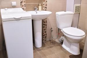 A bathroom at Babylon Apartments On Soborna
