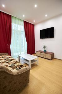 A television and/or entertainment center at Babylon Apartments On Soborna