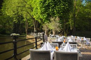 A restaurant or other place to eat at Bilderberg Hotel De Bovenste Molen