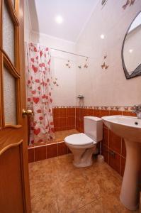 A bathroom at Дом на Изумрудной