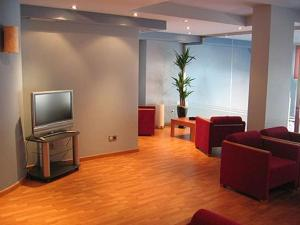 A television and/or entertainment center at Hotel Doña Urraca
