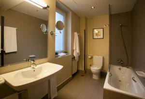 Un baño de Hotel Cortezo