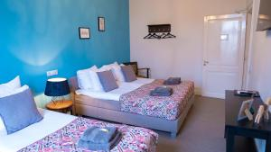 A bed or beds in a room at B&B Willem II