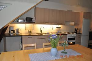 A kitchen or kitchenette at Carlssons på Vik