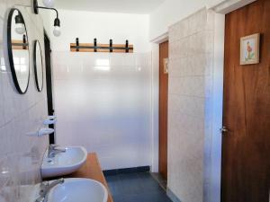 Un baño de Yellow House Cottage