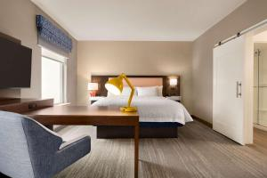 A bed or beds in a room at Hampton Inn & Suites Ocean City West