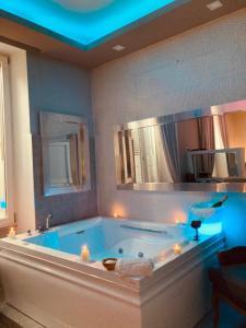 Salle de bains dans l'établissement Corso Boutique Luxury Rooms