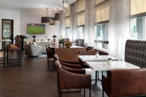 A restaurant or other place to eat at San Jose Marriott