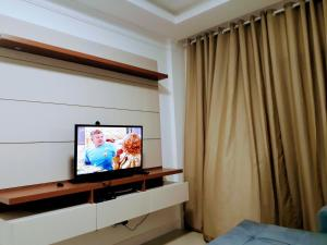 A television and/or entertainment centre at Residencial vienna Park