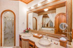A bathroom at The Springs Resort & Spa at Arenal