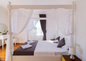 A bed or beds in a room at Villa Lumina