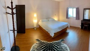 A bed or beds in a room at Koti