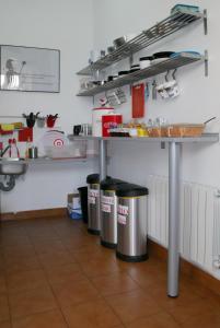 Una cocina o zona de cocina en Bilbao Akelarre Hostel