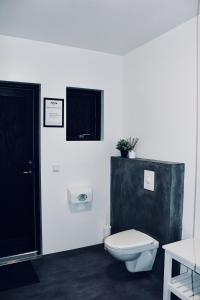 A bathroom at iStay Cottages