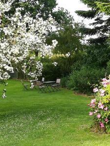 En have udenfor Grambo Bed & Breakfast