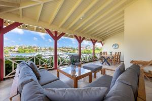 Uma área de estar em Spanish Water Luxury Rentals at Jan Thiel