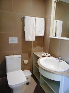 A bathroom at Matilda Hotel