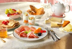 Breakfast options available to guests at Disneyland® Hotel