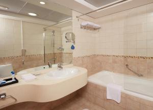 حمام في منتجع روضة بيتش