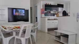 A kitchen or kitchenette at Condomínio Elisabetta 1