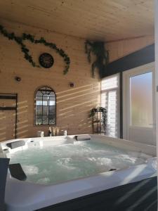 Salle de bains dans l'établissement Le gîte du Moulin