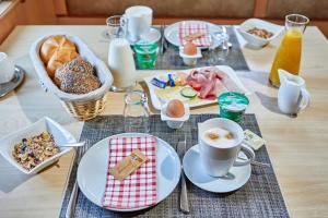 Options de petit-déjeuner proposées aux clients de l'établissement Alpen Gästehaus Gerold