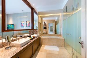 A bathroom at Resorts World Sentosa - Equarius Hotel (SG Clean)