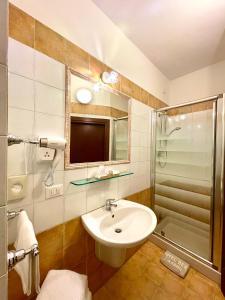 A bathroom at Hotel Berti