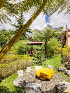 Jardín al aire libre en Hosteria El Paraiso