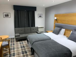 A bed or beds in a room at Crowwood Hotel and Alba Restaurant
