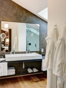 A bathroom at Montana Lodge & Spa Design Hotel