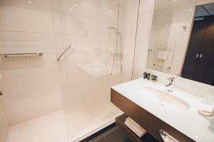 A bathroom at Van der Valk Hotel Amersfoort A1