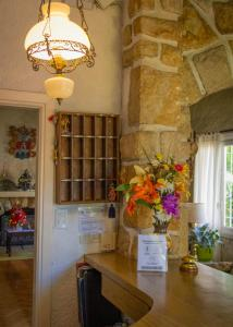 A kitchen or kitchenette at Hotel Los Troncos