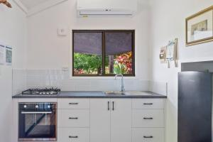 A kitchen or kitchenette at Alstonville Country Cottages