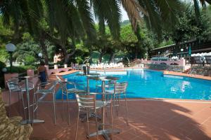 The swimming pool at or close to Hotel Fiascherino