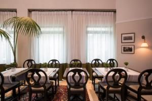 A restaurant or other place to eat at Arthur Hotel - an Atlas Boutique Hotel