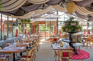 Um restaurante ou outro lugar para comer em Locanda Rossa