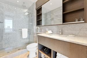 A bathroom at SOHO Residences Lisgar