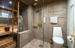 Kylpyhuone majoituspaikassa Kultahippu Hotel & Apartments