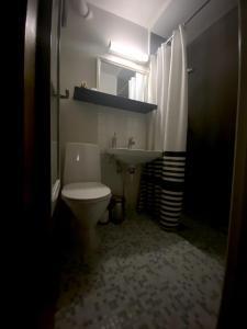 Salle de bains dans l'établissement Sirena Guest House